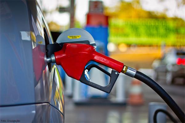 Preços dos combustíveis mantêm trajetória de alta