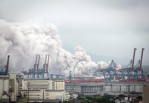 URGENTE: Nuvem tóxica atinge terminal de cargas no litoral de SP