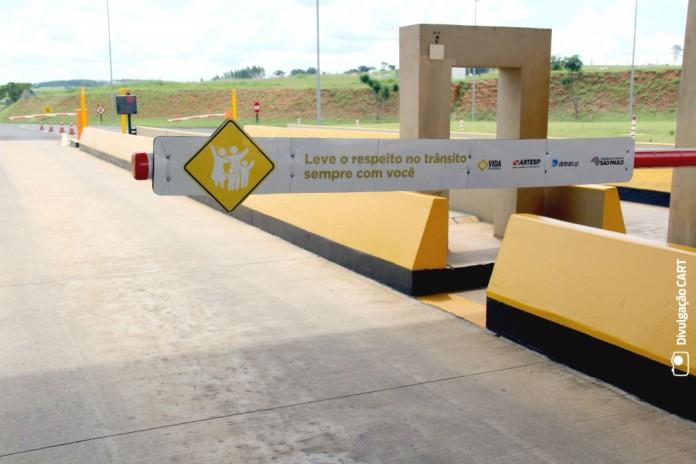 Cancela do pedágio é usada para campanha de segurança