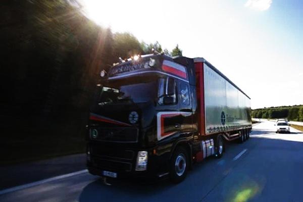Alemanha proíbe salários menores que 1.400 Euros para caminhoneiros
