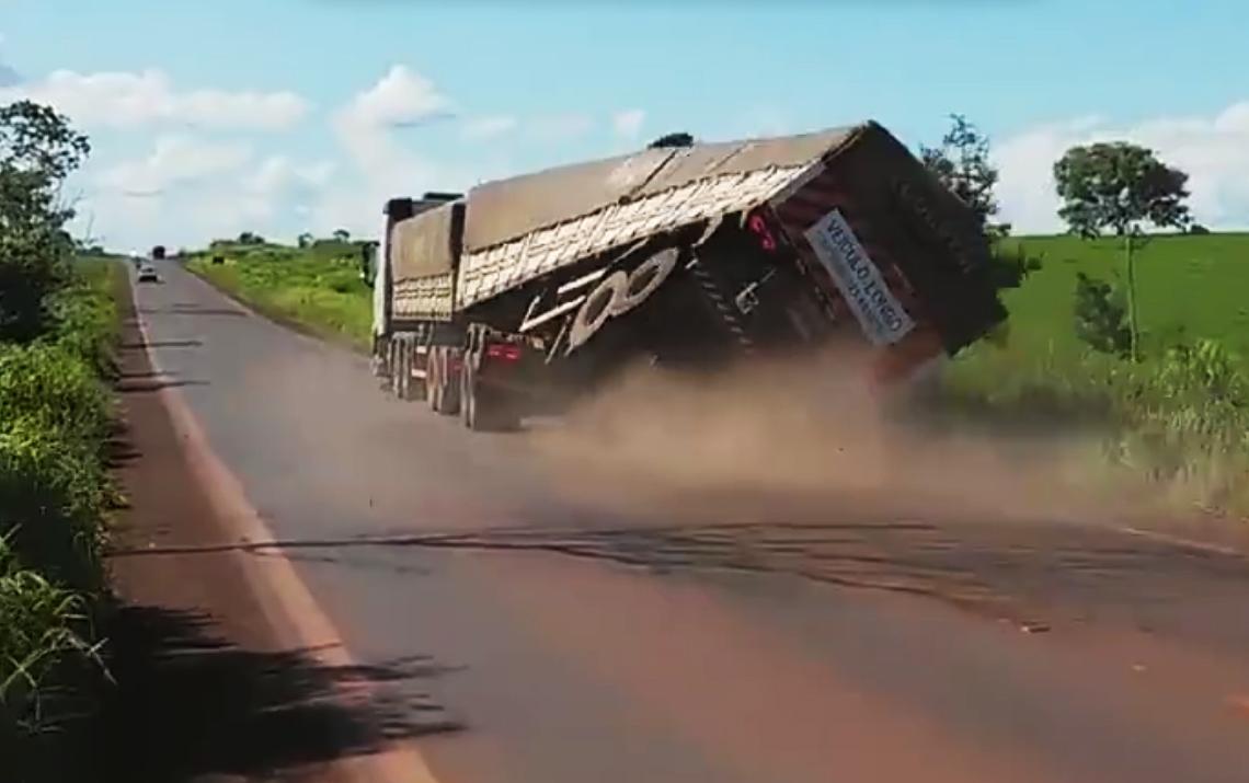Caminhoneiros desafiam regras de trânsito