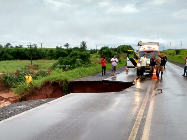Seis dias após chuva, várias rodovias ainda estão fechadas no Paraná