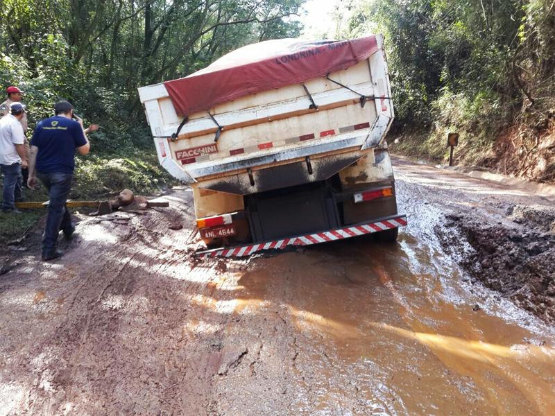 Condições de trecho da rodovia PR-082 preocupa caminhoneiros