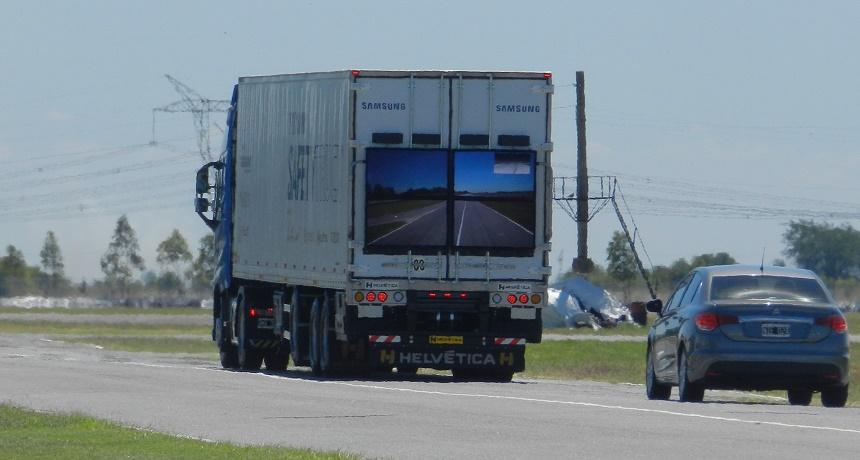 Samsung lança 'caminhão transparente' para melhorar segurança nas estradas