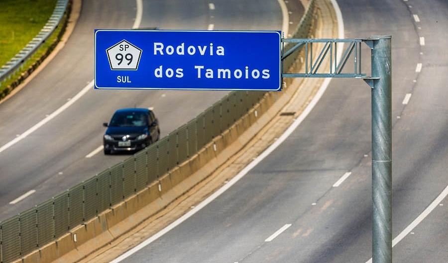 Balança móvel é instalada na Rodovia dos Tamoios
