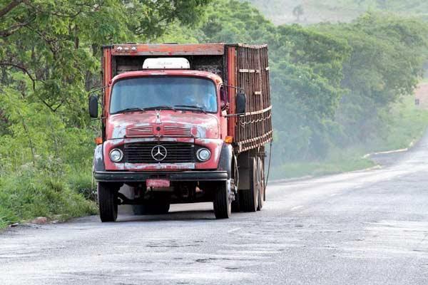 Caminhões em péssimas condições de manutenção provocam acidentes em todo o País