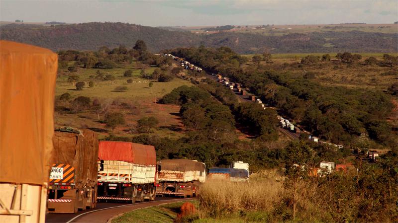 Documentário mostra a vida de caminhoneiros pelas estradas brasileiras