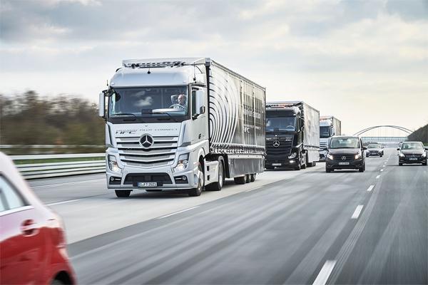 Daimler Trucks avança na conectividade de caminhões via internet