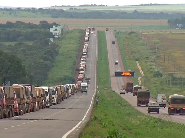 Acordo é selado e caminhoneiros encerram protesto em terminal de MT
