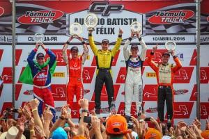 Felipe Giaffone conquista o primeiro lugar em corrida de muitas quebras em Curitiba