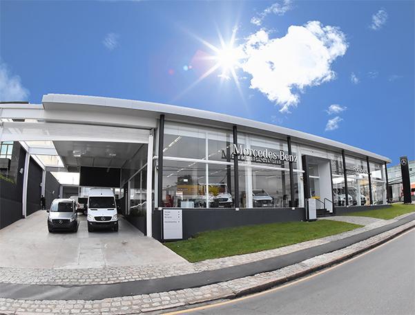 Mercedes-Benz lidera as vendas de comerciais leves em março e inaugura o primeiro Van Center da região Sul
