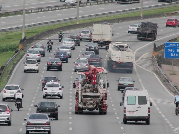 Rodovias de SP devem receber mais de 2 milhões de veículos no feriado