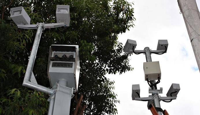 Fotossensores multam caminhões em ruas restritas de Fortaleza