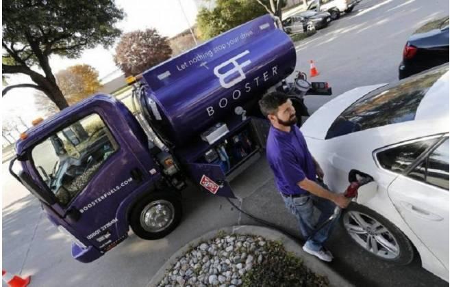 Nos Estados Unidos, aplicativos entregam combustível em casa