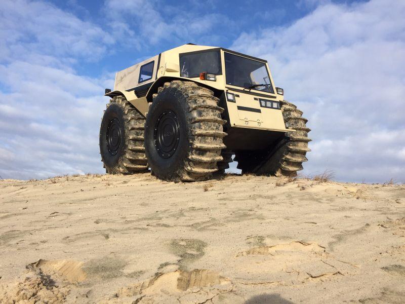 """Russos criam caminhão """"invencível"""" capaz de enfrentar terra, gelo e água"""