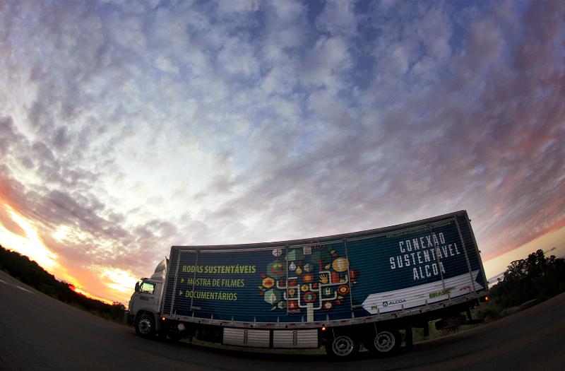 Alcoa leva entretenimento e cultura para motoristas de caminhão com o projeto Rodas Sustentáveis Alcoa