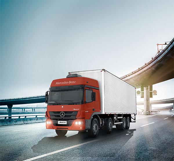 Começam as vendas dos caminhões Atego 8×2 com até 1,2 tonelada a mais de capacidade de carga em relação aos seus concorrentes