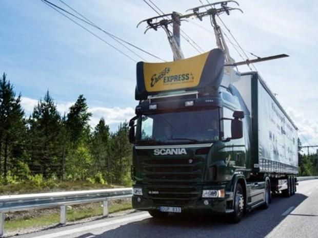 Como funciona a primeira estrada elétrica do mundo, inaugurada na Suécia