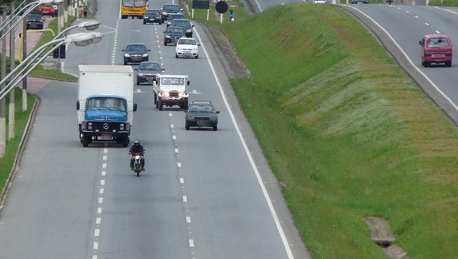 Governo de Brasília transforma em advertência as multas para quem não ligou o farol baixo em rodovias