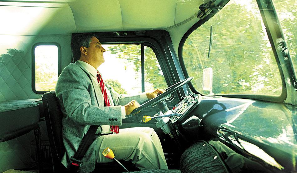 O Colecionador que já acumula 27 Caminhões – E vai para o trabalho com eles!