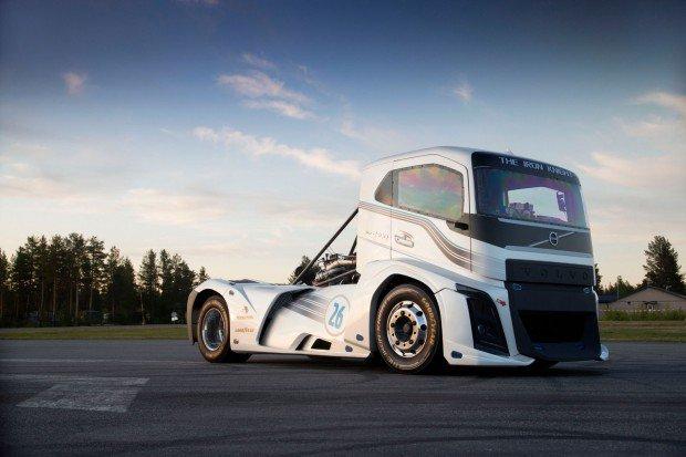 Volvo Iron Knight: este monstro 2.400 cv e 600 mkgf de torque é o novo caminhão mais rápido do mundo