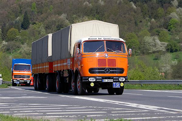 Comboio formado por veículos comerciais antigos roda 1.200 quilômetros na Alemanha