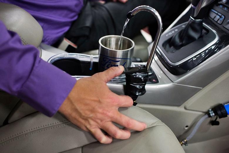 Ford apresenta ideia de carro com sistema que produz água potável do ar-condicionado