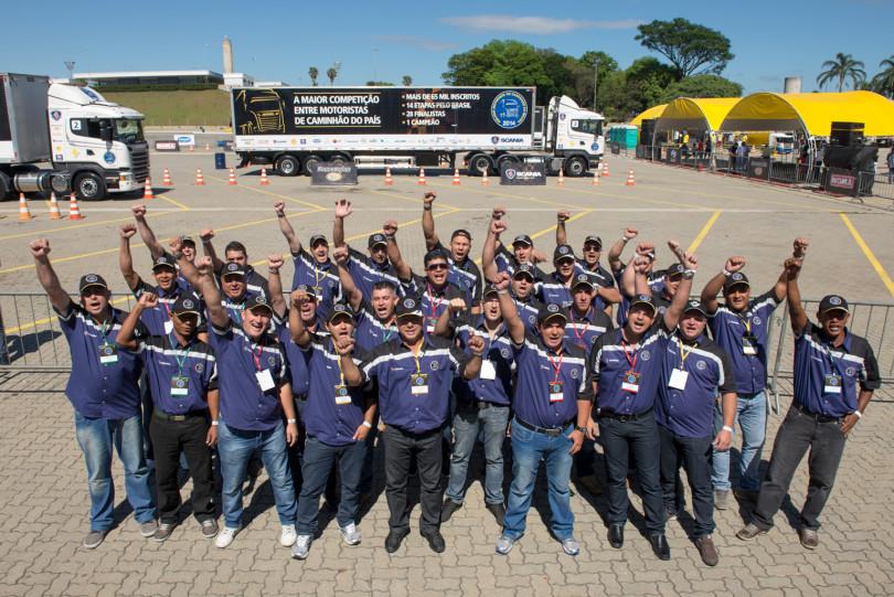 Às vésperas da Semana Nacional do Trânsito, Scania testa conhecimentos de caminhoneiros classificados em competição