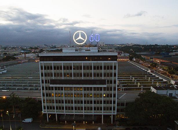 """Mercedes-Benz do Brasil é a """"Empresa do Ano"""" numa das principais premiações do transporte e logística"""