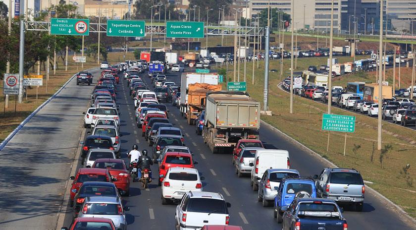 Fluxo total de veículos nas estradas recua 0,2% em setembro, diz ABCR