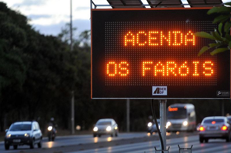 Fiscalização da Lei do Farol Baixo volta a vigorar em todas as rodovias