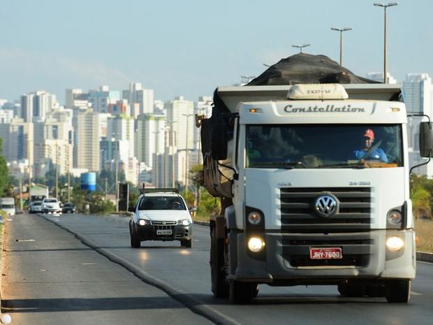Projeto flexibiliza obrigação de uso de farol nos trechos urbanos de rodovias
