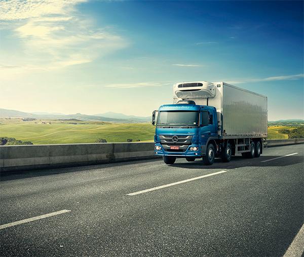 Mercedes-Benz lança campanha para destacar atributos dos caminhões Atego