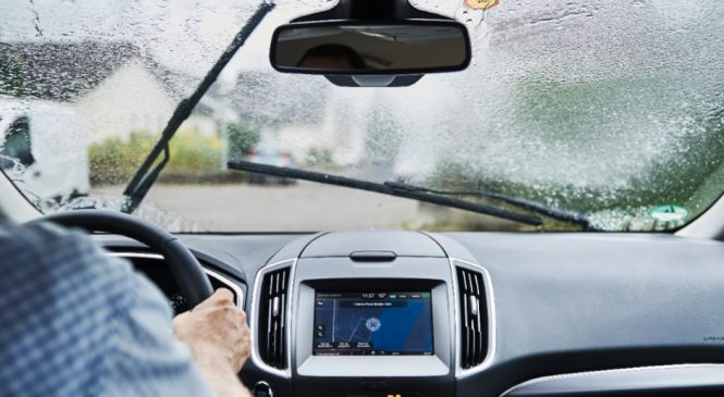 Ford apresenta sistema de farol que oferece mais segurança em condições extremas de visibilidade