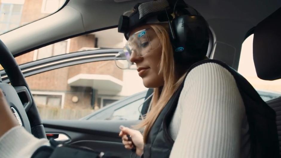 """Ford cria traje especial que simula efeitos da ressaca no """"dia seguinte"""""""