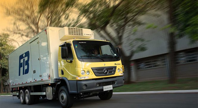 Mercedes-Benz aumenta sua participação de vendas no segmento de caminhões médios