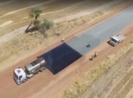 Trecho de estrada de 4,9 km é feito em dois dias na Austrália