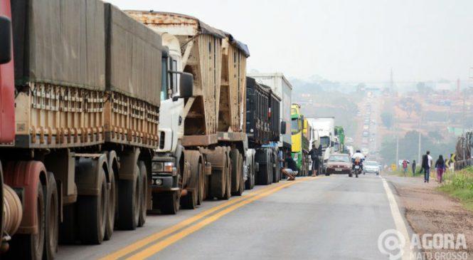 Crise econômica chega em transporte de carga em Rondonópolis e caminhoneiros não descartam paralisação