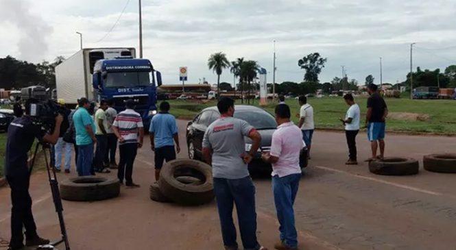 Protestos de caminhoneiros fecham três rodovias federais em MT