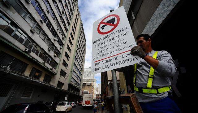 As mais complicadas restrições de circulação de caminhões no Brasil estão na região metropolitana de São Paulo.