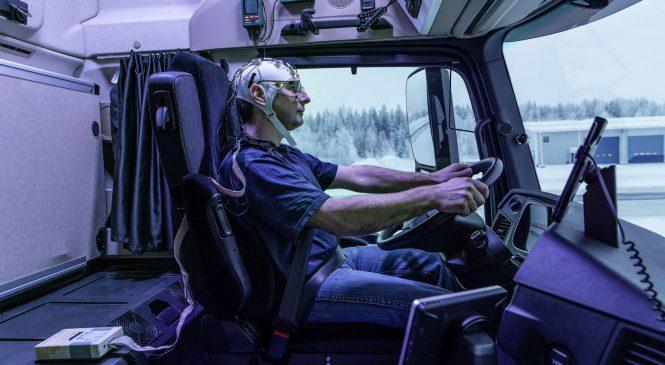 Mercedes-Benz pesquisa influência da luz da cabine no desempenho do motorista