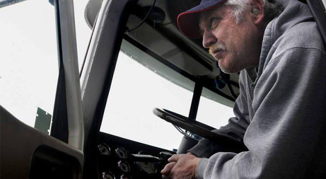 """Existe limite de idade para um profissional dirigir um caminhão? – DICA DO """"HOMEM DO BAÚ"""""""
