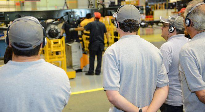 Volkswagen Caminhões e Ônibus leva o motorista para sua fábrica em Resende (RJ)