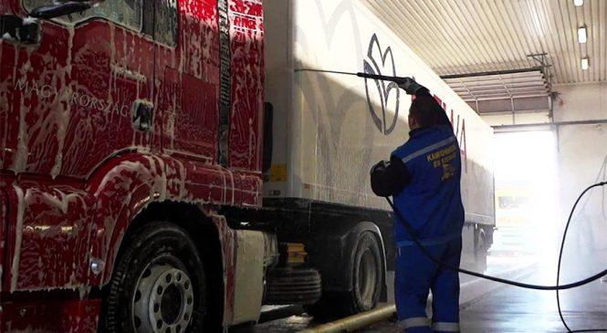 Os brutos também amam: saiba quais cuidados tomar na hora de lavar seu caminhão.