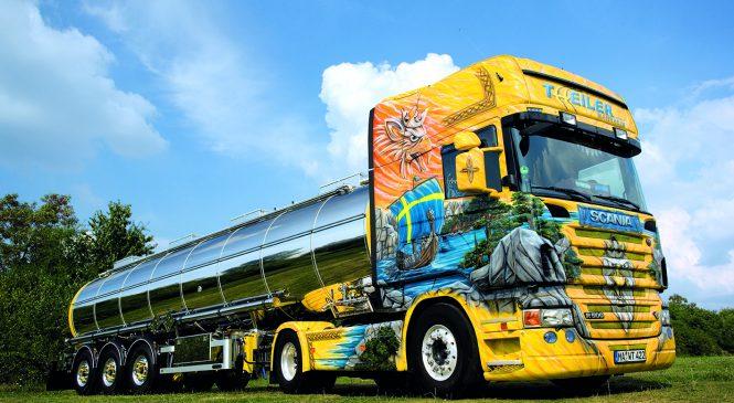 Scania Viking: Grifo personalizado nas cores da Suécia