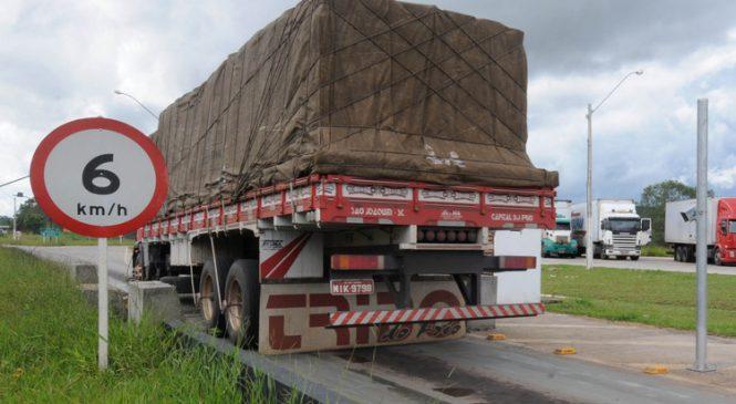 Cerca de 200 mil caminhões estão parados nas garagens em decorrência da crise