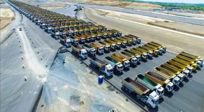 1.453 caminhões em formação quebram recorde mundial em Istambul