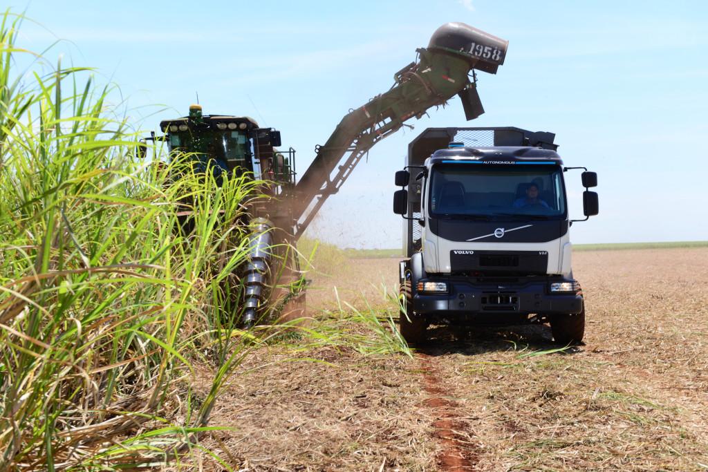 Volvo apresenta primeiro caminhão autônomo do Brasil