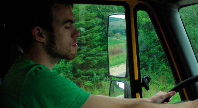 Campanha alerta caminhoneiros para o risco da sonolência ao volante