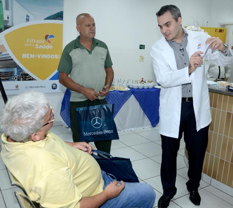 Mercedes-Benz patrocina programa de atendimento médico a motoristas nas estradas